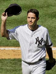 The Yankees' Mike Mussina tipping his cap to the crowd
