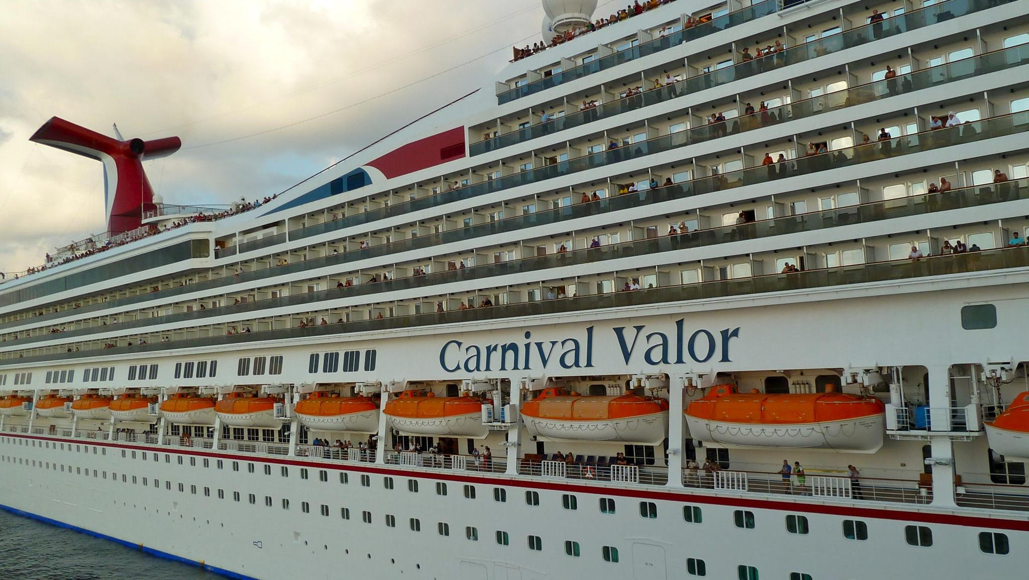 Carnival Valor has 13 guest decks with a wide variety of entertainment and dining venues as well as seven overall categories of accommodation. The ship's decorative theme takes its inspiration from heroes, both real and fictional, with an American slant.