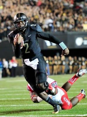 Vanderbilt quarterback Johnny McCrary (2) rushed for a career-high 66 yards in Thursday's loss to Western Kentucky.