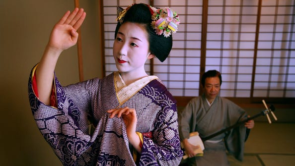 A Maiko dance at a te ahouse in Kyoto, Japan.