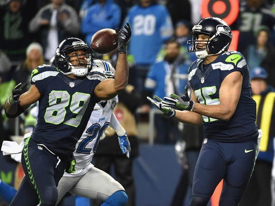 Doug Baldwin #89 of the Seattle Seahawks scores a 13-yard touchdown during the fourth quarter against the Detroit Lions in the NFC Wild Card game at CenturyLink Field on January 7, 2017 in Seattle, Washington.