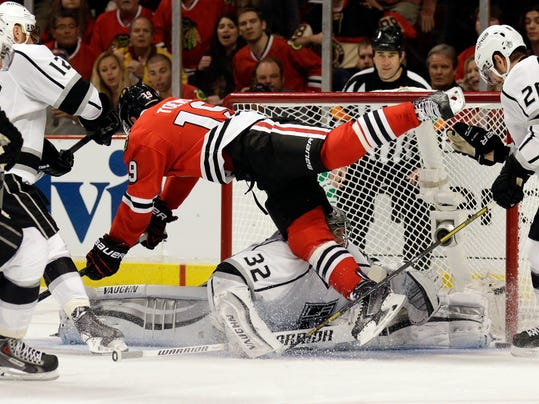 Kings Blackhawks Hockey (2)