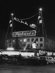 Packard's in Hackensack, now a Target store, had a rooftop display visible from its Main Street and River Street entrances.