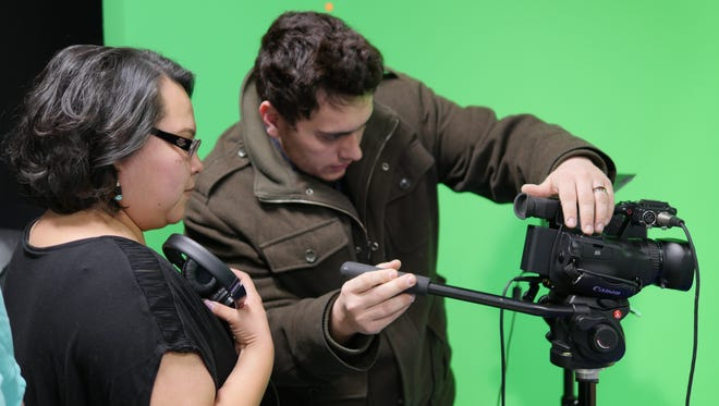 A new agreement between San Juan College and the Institute of American Indian Arts will help digital media arts and design students earn bachelor degrees in cinematic arts and technology.