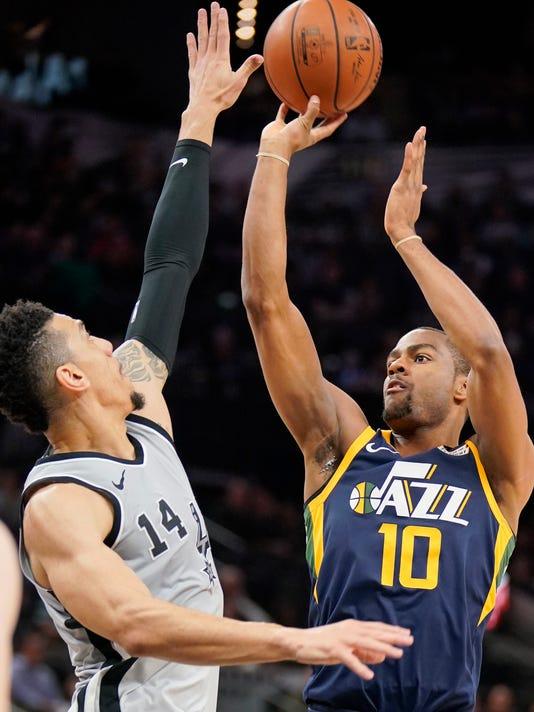 Utah Jazz' Alec Burks (10) shoots against San Antonio Spurs' Danny Green during the first half of an NBA basketball game, Saturday, Feb. 3, 2018, in San Antonio. (AP Photo/Darren Abate)