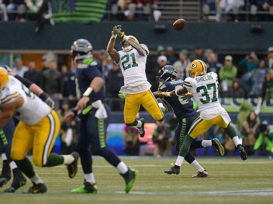 Green Bay Packers safety Ha Ha Clinton-Dix (21) nearly