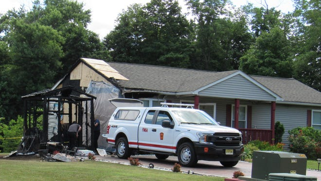 Fionderne volunteer firefighters extinguished a shed fire that extended to a Dutch Lane house on Wednesday.