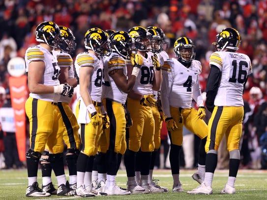 Iowa Hawkeyes quarterback C.J. Beathard (16) talks