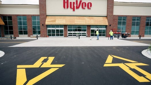 This new Hy-Vee grocery store, set to open in Oakdale in September, will be one of the first in the Twin Cities.