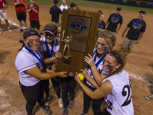635986423120599076-IHSAA-Softball-4A-15.jpg