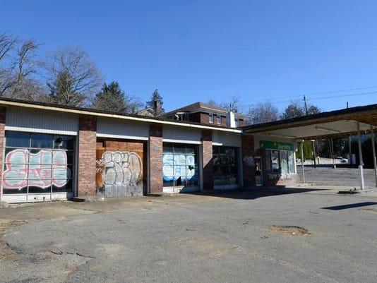 Abandoned gas station.jpg