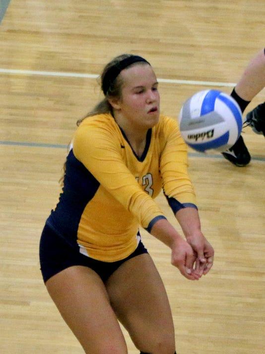 Elizabeth Storm keep the ball alive[4].jpg