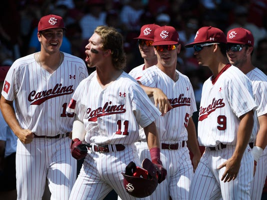636644190624875718-NCAA-Arkansas-South-Carolina-Baseball.jpg