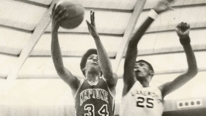 """Jerome """"""""Flip'' Williams drives to the basket against Lakewood's Kevin King in the 1975 Shore Conference final at Brookdale."""