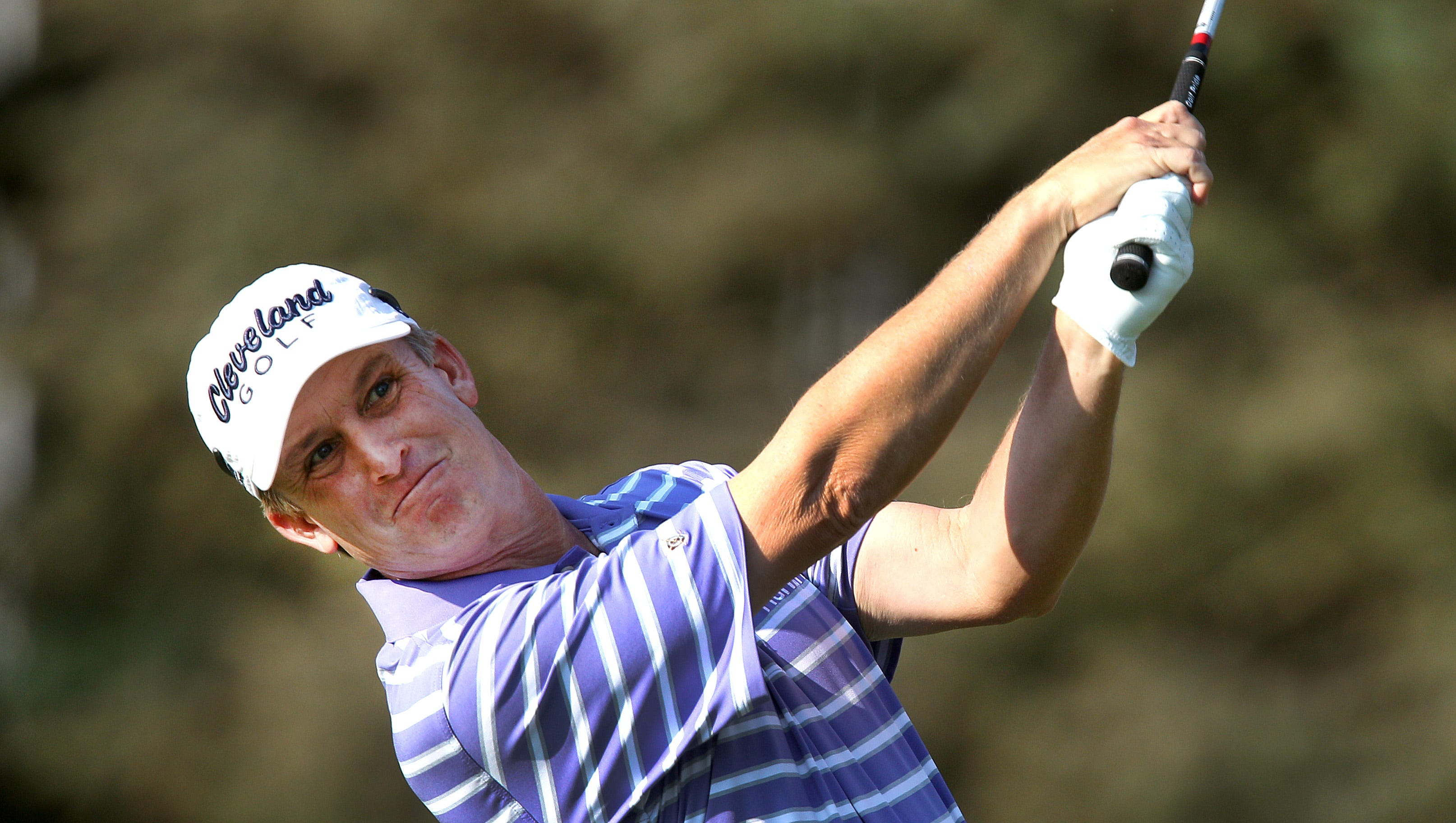 David Toms hits from the the on 7.