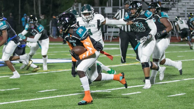 Islands High senior wide receiver John Dickerson IV (1) cuts upfield early in Friday's game against Windsor Forest at Islands Stadium.