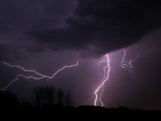 635929008507487649-FON-lightning-2-030616.jpg