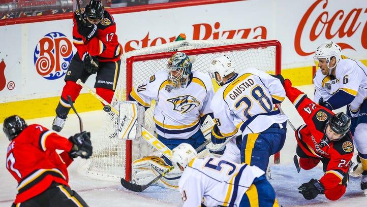 Nashville Predators goalie Carter Hutton (30) makes
