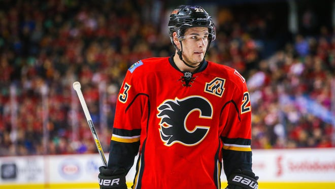 Sean Monahan signed a seven-year extension with the Calgary Flames on Friday.