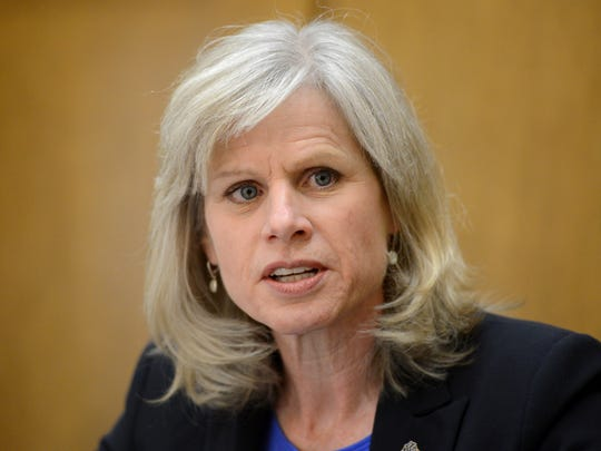 Democratic gubernatorial candidate Mary Burke meets