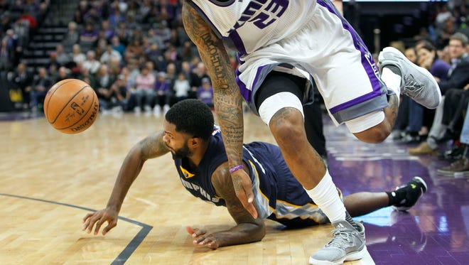 Kings guard Ben McLemore (23) and Grizzlies guard Troy Daniels (30) scramble for a loose ball during a game March 27, 2017. The Kings won 91-90.
