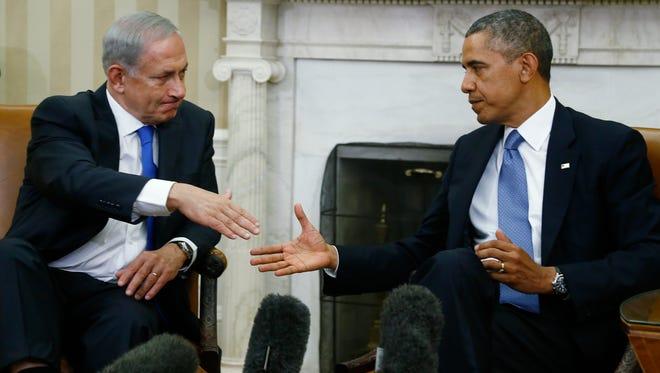 Barack Obama (right) and Israeli Prime Minister Benjamin Netanyahu shake hands in 2013.