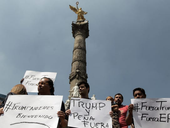People protest at Angel de la Independencia monument