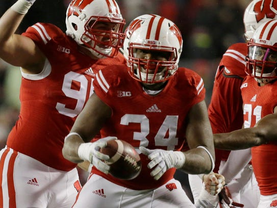 Chikwe Obasih will anchor UW's defensive line this