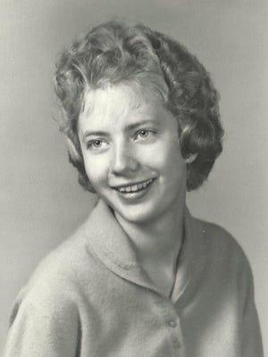 Carolyn Elizabeth Farrar, passed away peacefully at home on January 31, 2015.