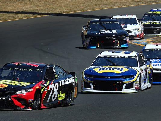 NASCAR_Elliott_Auto_Racing_71590.jpg