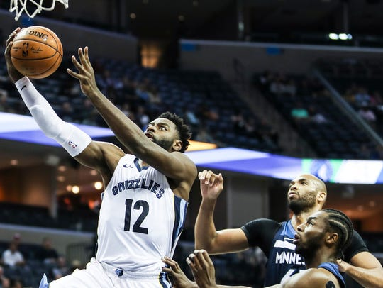 December 04, 2017 - Grizzlies' Tyreke Evans goes up