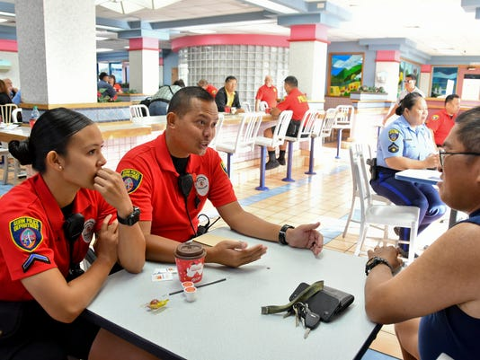 636208926343507348-Coffee-with-a-Cop-10.jpg