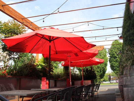 ACME Cafe's outdoor dining is open for brunch, happy