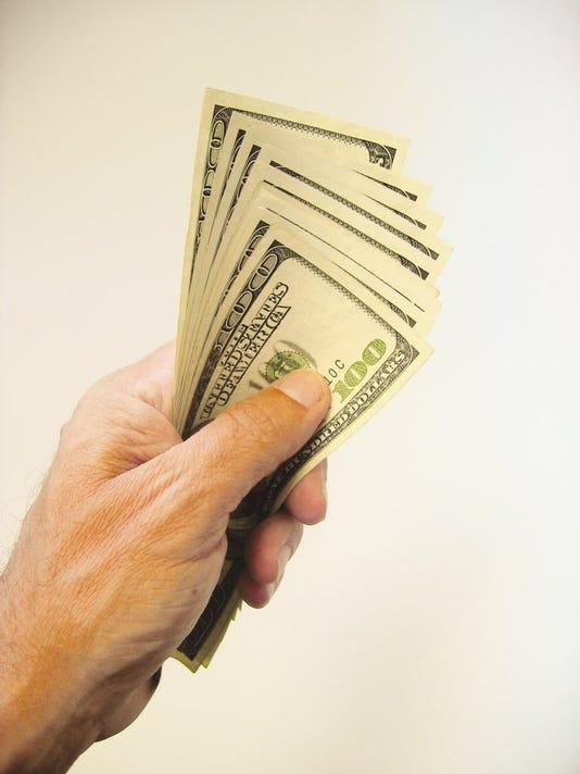 636108408519198434-cash-spray.JPG