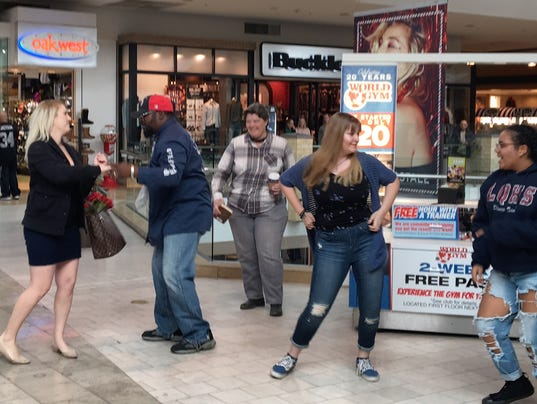 Palm Desert Mall And Flash Mob Used In Wedding Proposal