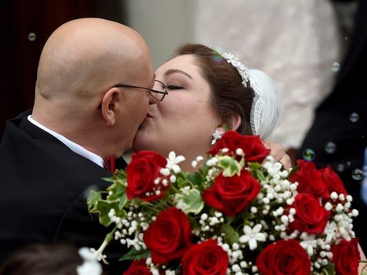 3-YDR-JP-051317-wedding