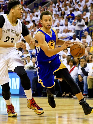 Stephen Curry (30) poured in 39 points to help the