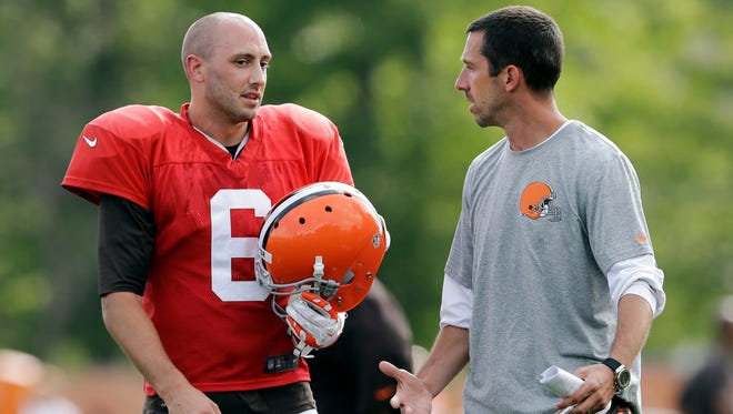 Cleveland Browns quarterback Brian Hoyer  talks with offensive coordinator Kyle Shanahan during practice earlier this month.  Hoyer has been named the starting QB for the Browns