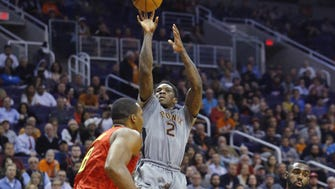 Suns guard Eric Bledsoe (2) shoots against the Hawks  during the second half of their NBA game Wednesday, Nov. 30, 2016 in Phoenix, Ariz.