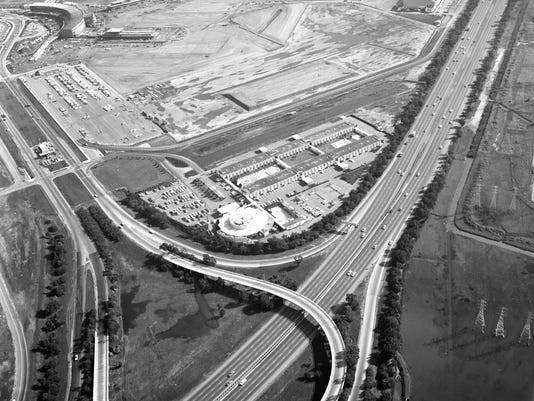 636711069159511628-The-sprawling-San-Francisco-Airport-Hilton-opened-in-1959.-Photo-courtesy-San-Francisco-International-Airport.jpg