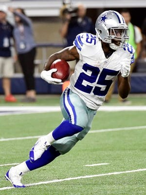 Dallas Cowboys running back Lance Dunbar (25) sheds a tackle by New York Giants running back Orleans Darkwa (26) during a kickoff return during their NFL football game in Arlington, Texas on September 13, 2015.