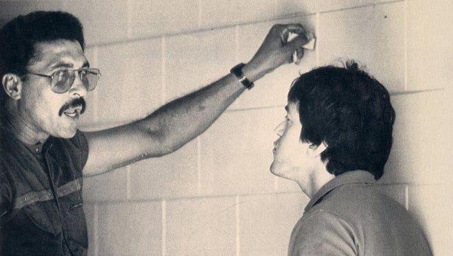 Willie Hernandez, left, and Mitch Albom talk later in day after the Tigers pitcher dumped a bucket of ice water on Albom's head in 1988.