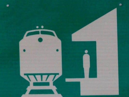 LH Transit: Train station sign