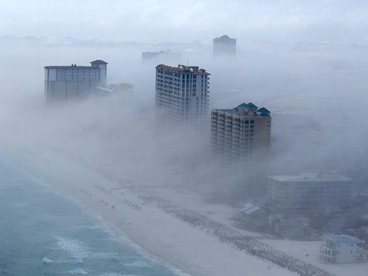 635611422282983231-fog