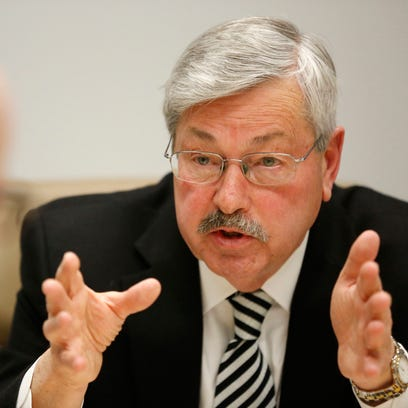 Gov. Terry Branstad answers a question from publisher