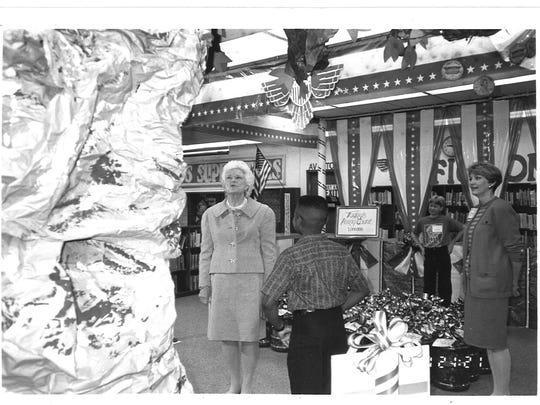 Former First Lady Barbara Bush visits Sealey Elementary