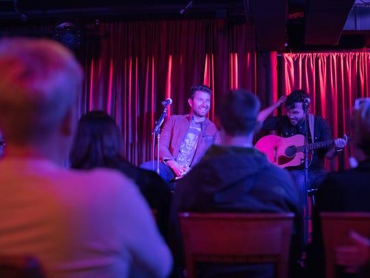 Brett Eldredge treats his tour group to a mini performance