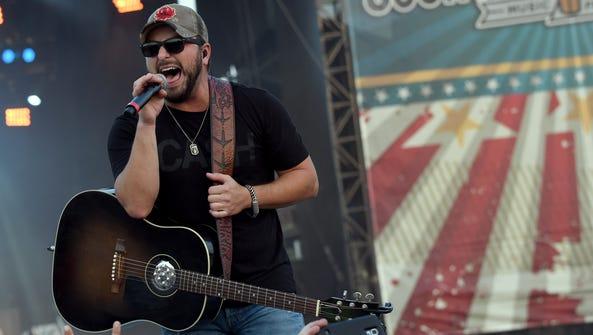 Singer/songwriter Tyler Farr performs at Country Thunder