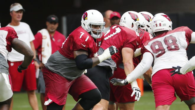 Cardinals offensive lineman Andre Smith works out during a 2018 preseason practice.