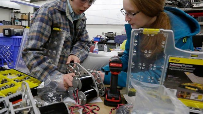 Kiran Loewenstein and Taylor Payne work on the robot during build season. February 1, 2018. Joe Sienkiewicz / USA TODAY NETWORK-Wisconsin